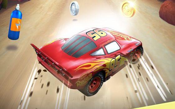 Filmul Cars 3 are joc asociat pe mobil, Cars Lightning League, un endless runner cu Lighting McQueen